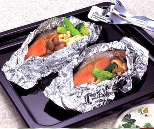 Không nên dùng giấy bạc trong nấu nướng thức ăn