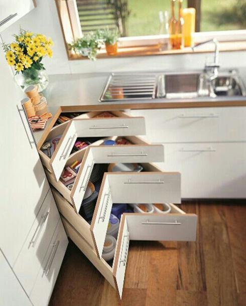 Tận dụng hộc bếp làm ngăn chứa đồ