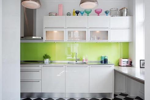 Tận dụng nóc tủ bếp làm nơi để đồ